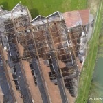 Vue aérienne par drone d'un bâtiment détruit par un incendie