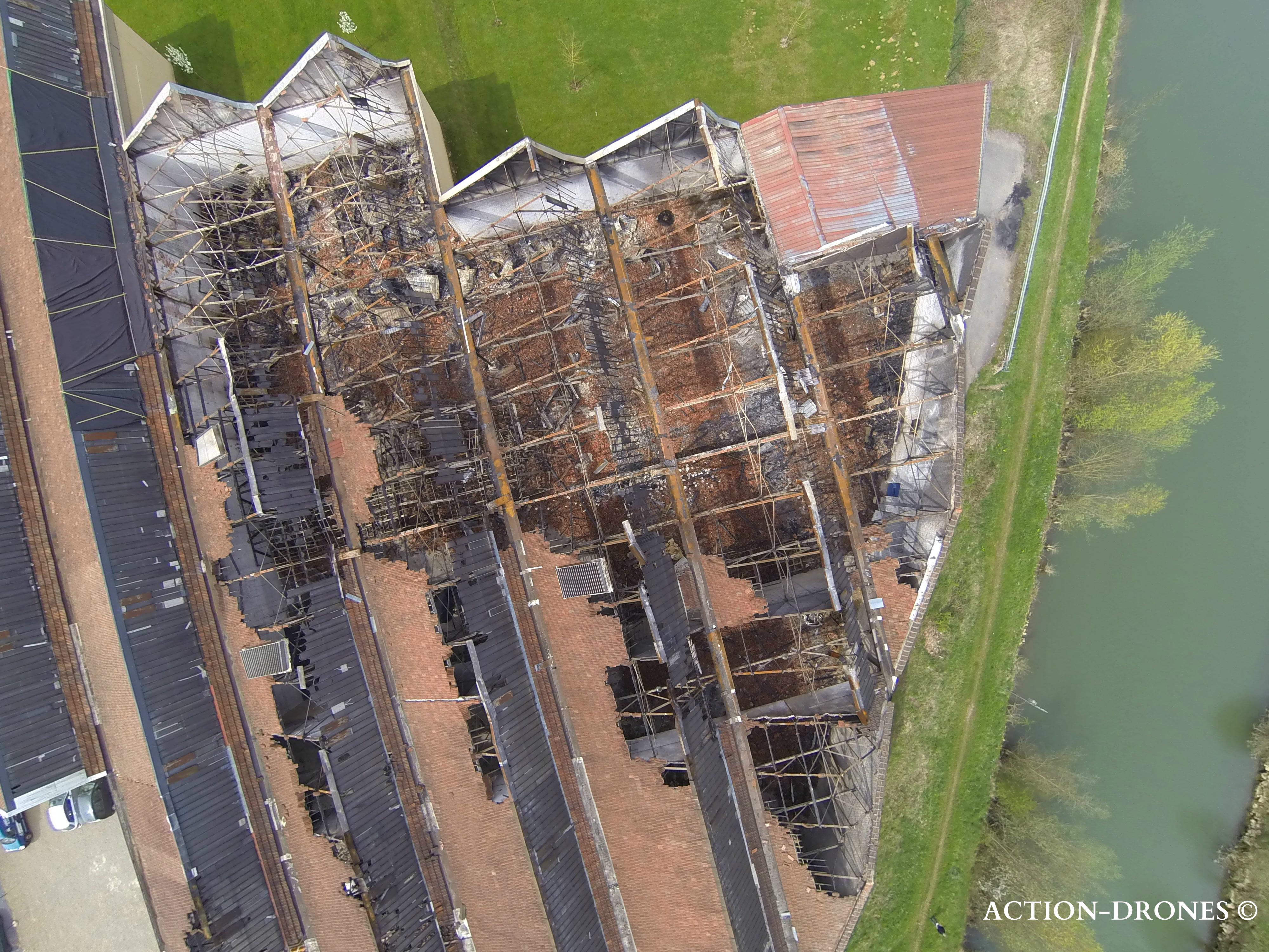 Vidéo par drone d'un bâtiment détruit…