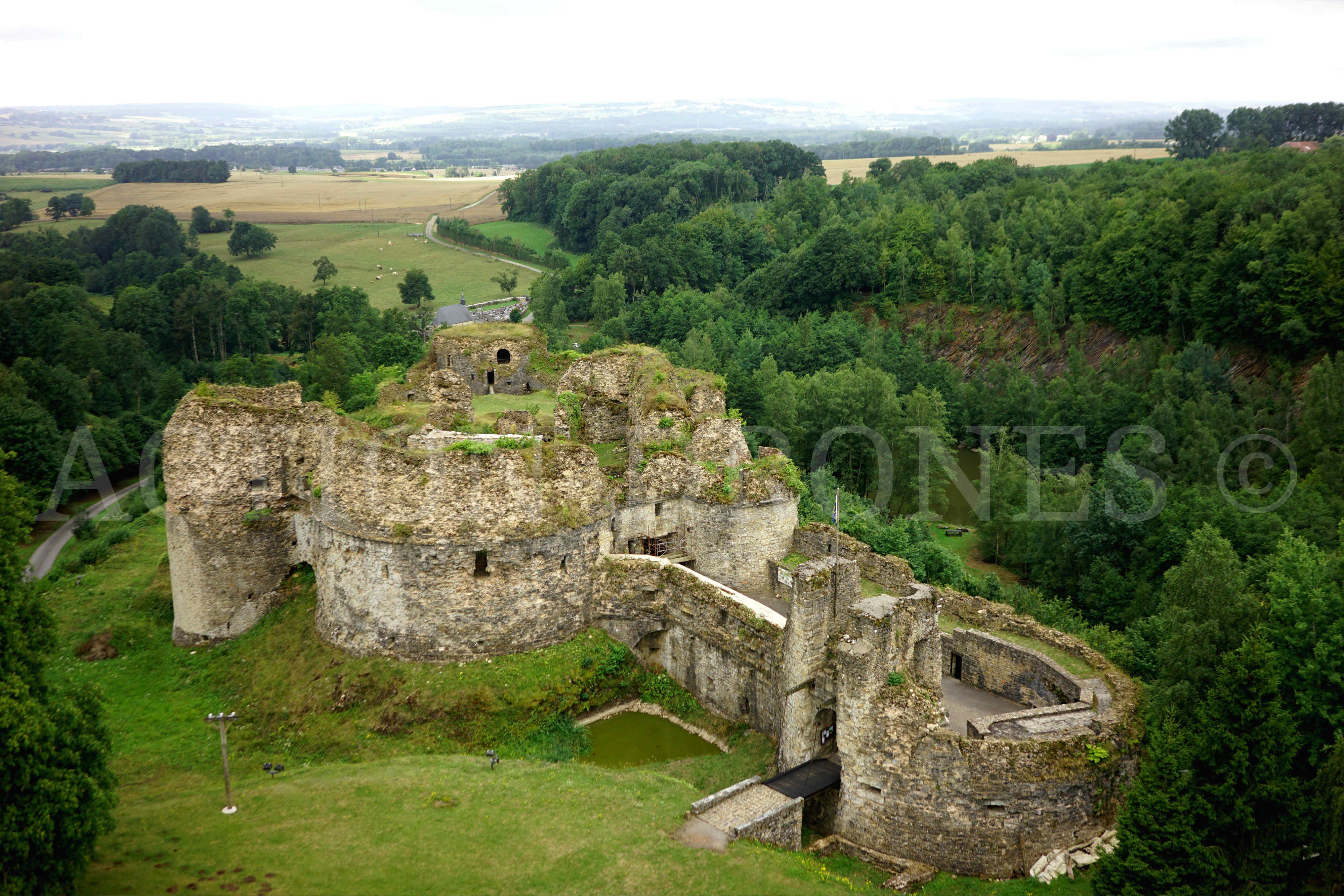 Le château de Montcornet (08) vu du ciel