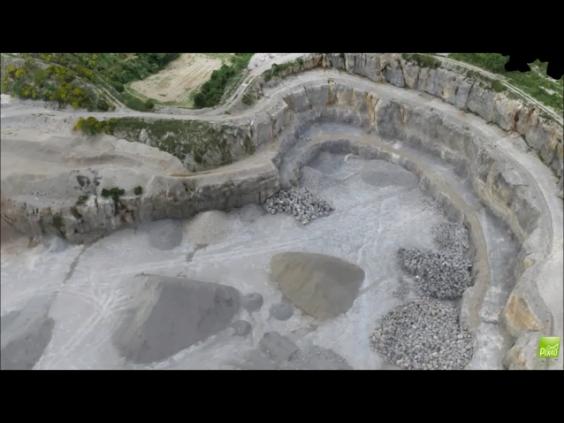 Visite virtuelle d'une carrière par drone